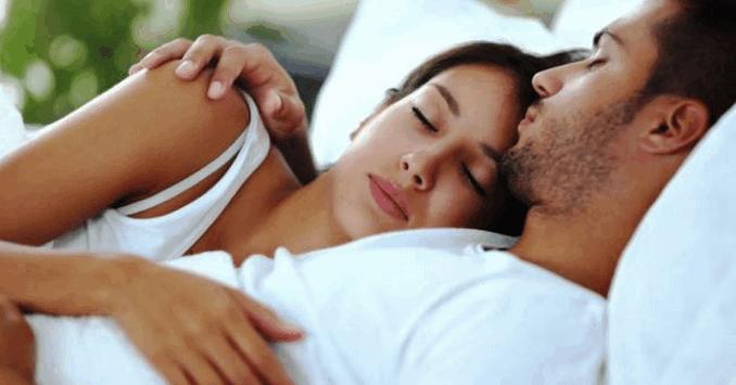 যে কারণে পুরুষের তুলনায় নারীর বেশি ঘুমের প্রয়োজন
